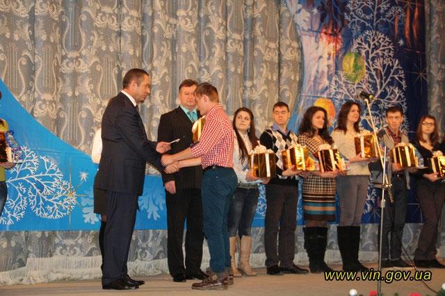 Cтуденти-сироти Вінниччини отримали іменні стипендії від обласної влади