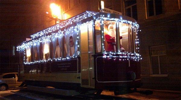 Вінницький транспорт прикрасили новорічними вогниками