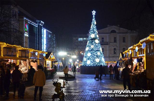 Новорічна ялинка бля Скайпарку, Вінниця