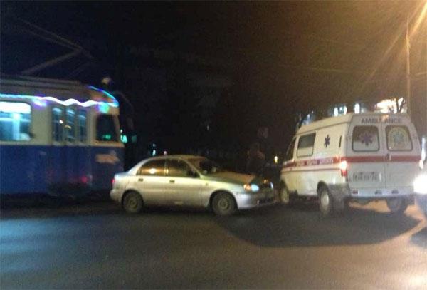 ДТП сталася на перехресті вулиць Хмельницьке шосе та Першотравневої