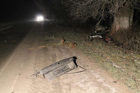На Вінниччині автомобіль Opel Vectra з'їхав у кювет: загинули двоє людей