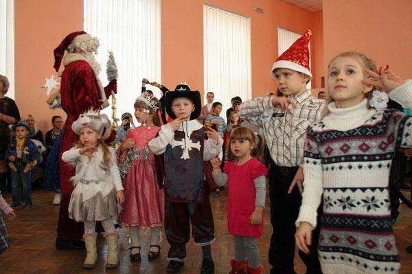 Колектив 6-ої школи презентував дітям військовослужбовців Вінницького гарнізону новорічну казку-феєрію