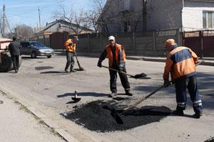 На Старому місті тривають роботи з ремонту дорожнього покриття