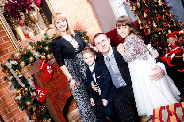 Александр Гринчук с женой и детьми