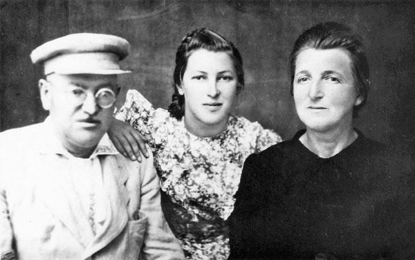Отамановський з сестрою Ганною і племінницею Валентиною
