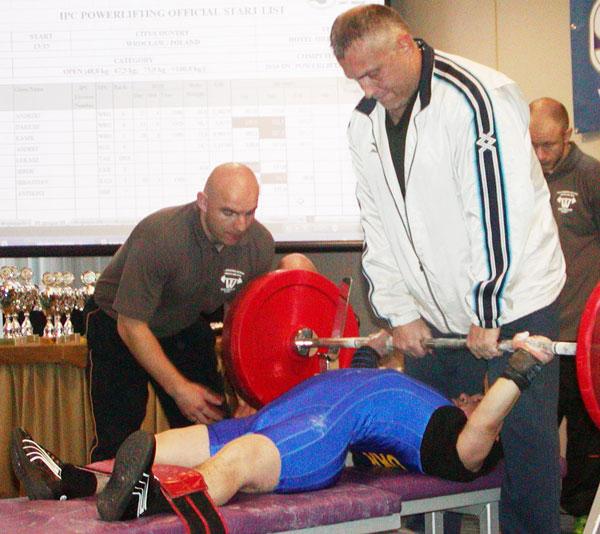 На чемпіонаті України з пауерліфтингу троє вінниччан здобули золоті медалі