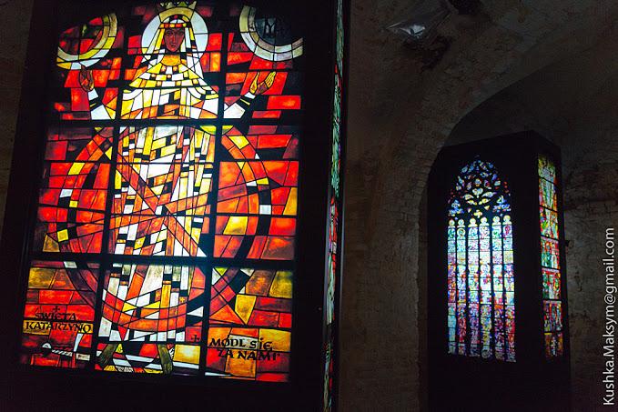 виставка вітражів польського художника Адама Сталони-Добжанського, що носить назву «Сотворіння світла»