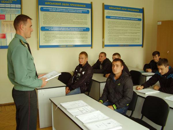 капітан Дозорець провод роботу з кандидатами на контрактну службу