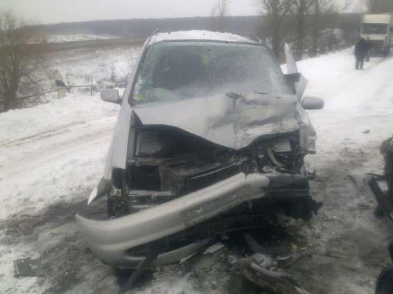 На Вінниччині зіштовхнулись три автівки, двоє людей госпіталізовано