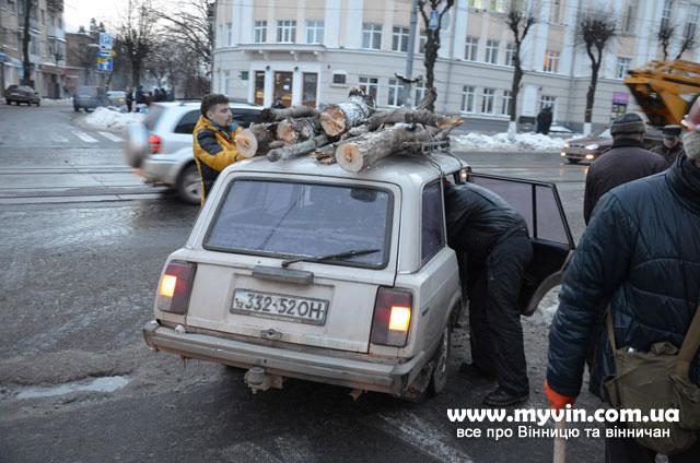 Фоторепортаж з під стін захопленої Вінницької ОДА