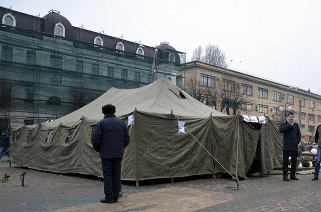На Вінницькому Парижі встановили приймальню депутатів, яку в інтернеті вже охрестили пунктом обігріву